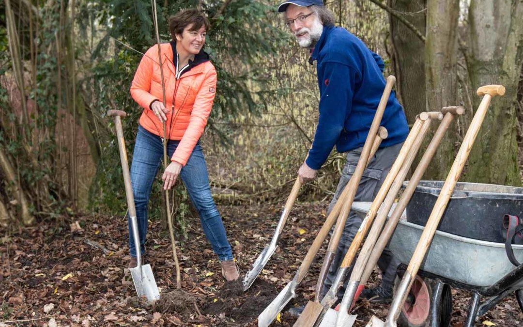 NaturGut Ophoven veranstaltet Baumpflanzaktion für Kinder in Leverkusen